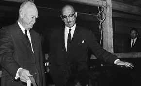 The King meets with former President Eisenhower at the Gettysburg farm.