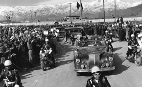 The motorcade of President Eisenhower and King Zahir Shah en route to Chilsitoon Palace.
