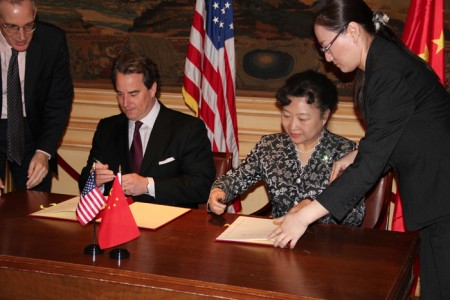 Ambassador Stuart Holliday and Chinese Vice Minister of Culture, Madame Zhao Shaohua, sign a Memorandum of Understanding between Meridian and the China International Culture Association.