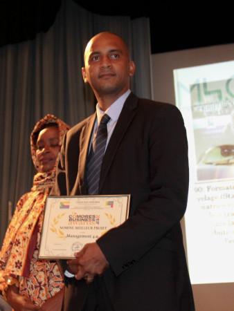 Meridian IVLP Alumnus Ali Ahmed Mahamoud receives the Comoros' Best Young Entrepreneur Award.